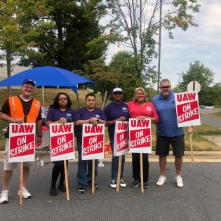 APWU Charlotte Area Local (NC) members and officers on picket line