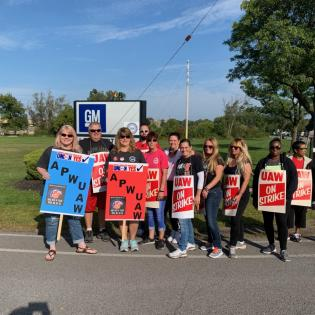 APWU Western New York Area Local officers on picket line